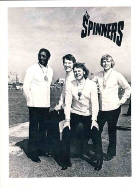 1976 The Spinners Concert Programme 6 pages ref01-006 18.5cm x 25cm approx. This is a used item in good condition. Marks and wear to cover. Please read full description.