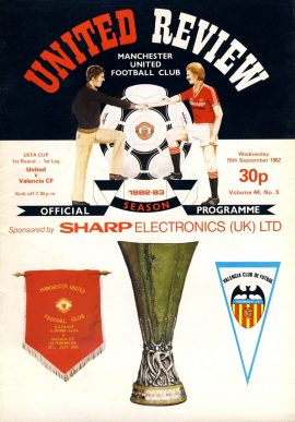 Manchester Utd v Valencia CF 15th September 1982 Official Programme refD1020 United Review Vintage programme as listed and shown in the photo. Please see large photo and read full description for condition report.