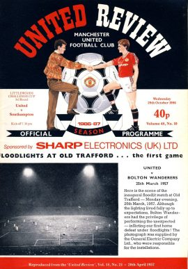 Manchester Utd v Southampton 29th Oct 1986 Official Programme refE102050 United Review Vintage programme as listed and shown in the photo. Please see large photo and read full description for condition report.
