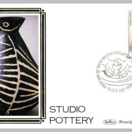 1987 BS28 Studio Pottery Hans Coper Ltd Edition small silk cover refF29 Cover in very good condition. Please see larger photo for details.