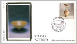 1987 BS27 Studio Pottery Lucie Rie Ltd Edition small silk cover refF30 Cover in good condition. Please see larger photo for details.