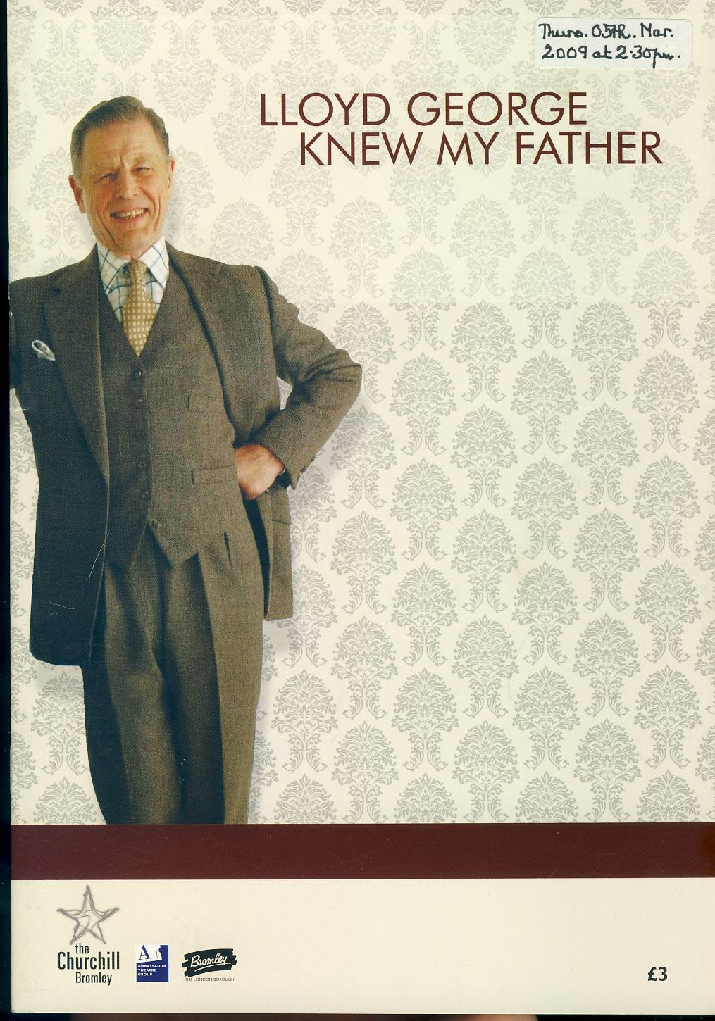 LLOYD GEORGE KNEW MY FATHER 2009 Theatre Programme EDWARD FOX & HELEN RYAN refb1516 Measures approx 17cm x 24cm. Date label on cover.
