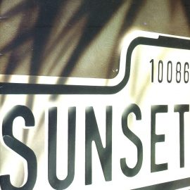 SUNSET BLVD. 1993 Adelphi Theatre Programme JOHN BARROMAN & BETTY BUCKLEY refb1564 Measures approx 15cm x 23cm.
