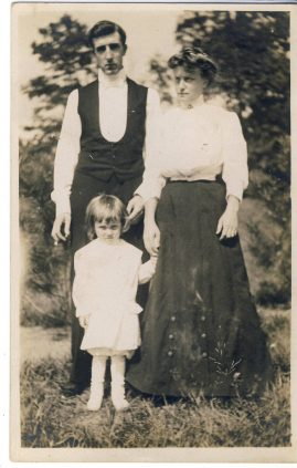 1909 vintage Family photo postcard Charlton Kings posted from US 2 cents stamp Addressed to Ada Butler