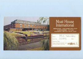 Moat House Bridgefoot Stratford-upon-Avon vintage key card refS5 Fold out paper key card approx 8cm x 18cm - approx 33cm x 18cm unfolded size. George Pragnell Ltd ROLEX of Geneva advert on back. This is a pre-owned vintage item in good condition.