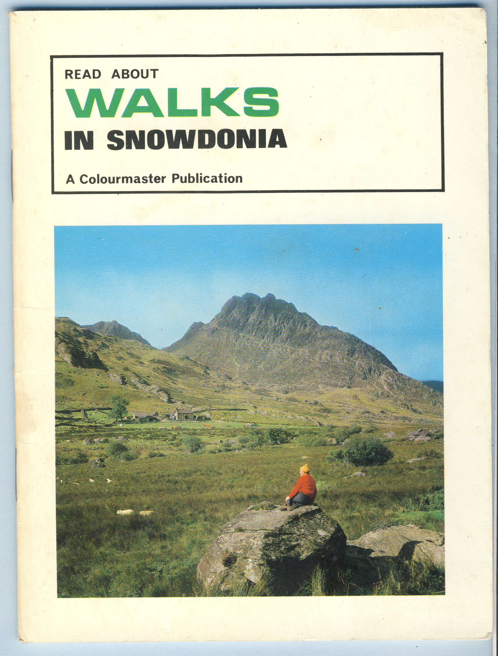 Walks in Snowdonia Colourmaster Vintage Publication refS5 a pre-owned vintage item in good condition.  32 pages booklet measures 18cm x 14cm approx