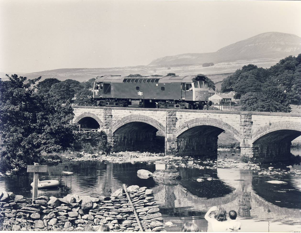 1982 HELWITH BRIDGE Settle Carlisle Line 25.158 Train Photo Ramona Sharman refSC142 Measure approx 6.5 x 8.5 inches / 16cm x 21cm - an original 'Ramona Sharman' black and white photographic print pre-owned item in very good condition. Details on reverse.