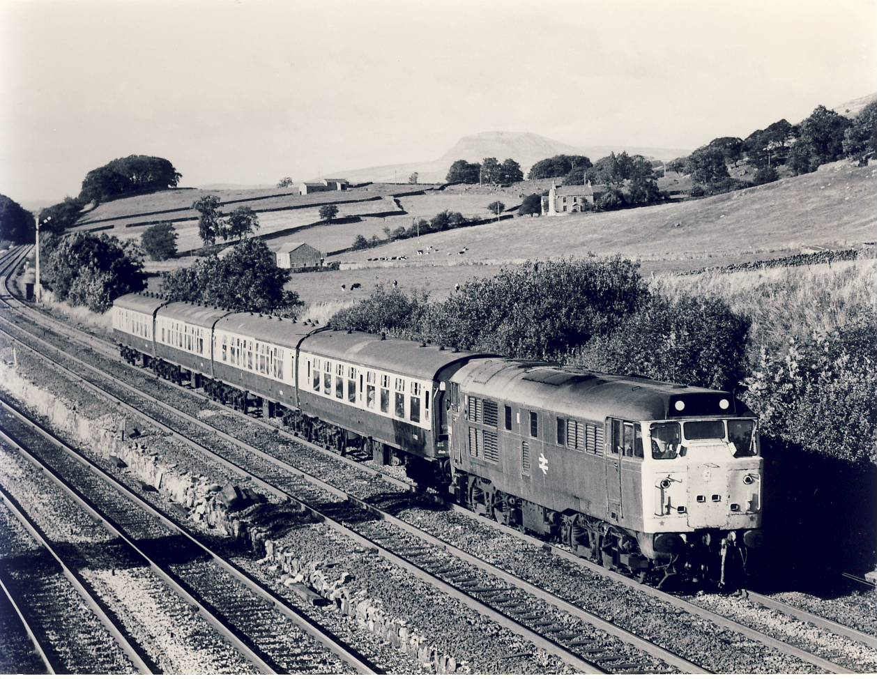 1982 31.183  approaches Settle Junction Train Photo refSC155 Measure approx 6.5 x 8.5 inches / 16cm x 21cm - an original 'W.A.Sharman' black and white photographic print pre-owned item in very good condition. Details on reverse.
