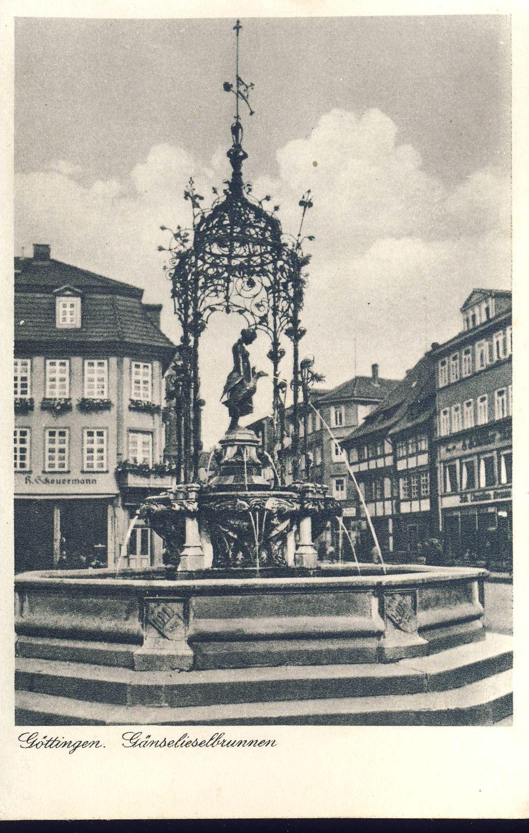 Göttingen Gänselieselbrunnen Old Postcard refP8 Pre-owned used condition.