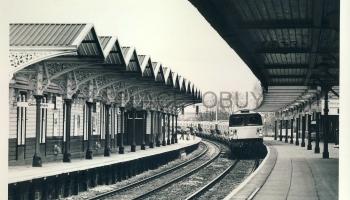 Black & White Railway Train Photo refEM1277 SHARMAN (details on reverse)